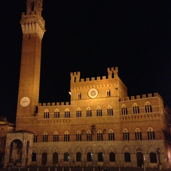 Photo taken at Piazza del Campo by Derin T. on 10/14/2013