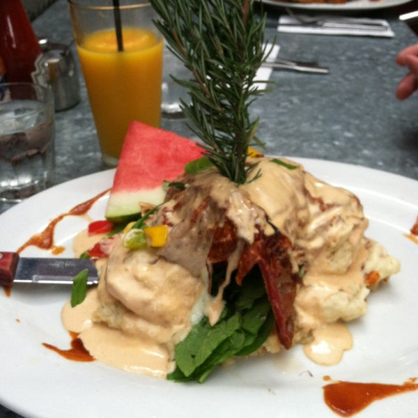 Photo taken at Hash House a Go Go by Kimberly J. on 7/7/2013