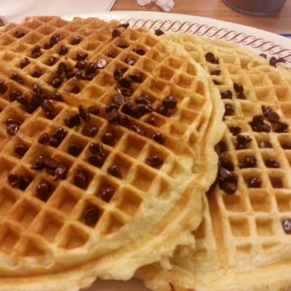 Photo taken at Waffle House by Karim V. on 3/10/2013