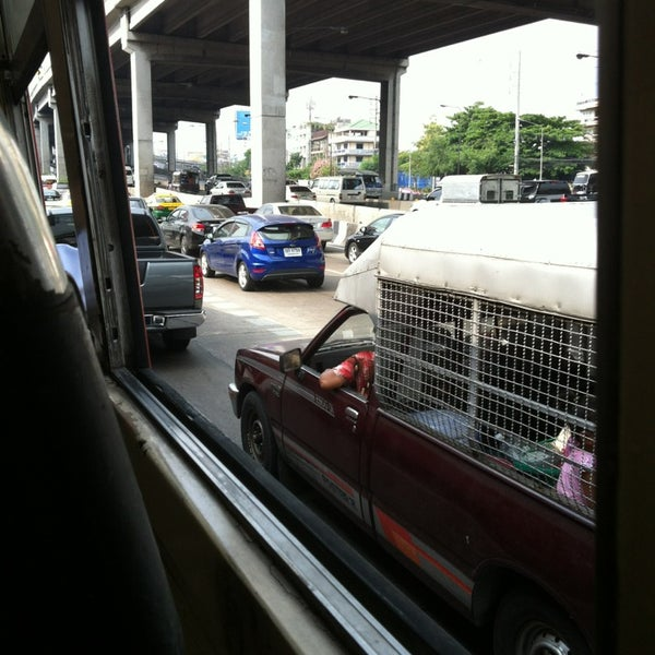 Photo taken at แยกสุทธิสาร (Sutthisan Intersection) by Joe M. on 4/3/2013