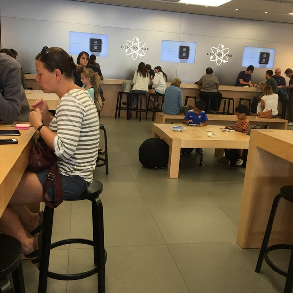 Photo taken at Apple Friendly Center by C. Oliver P. on 9/3/2016