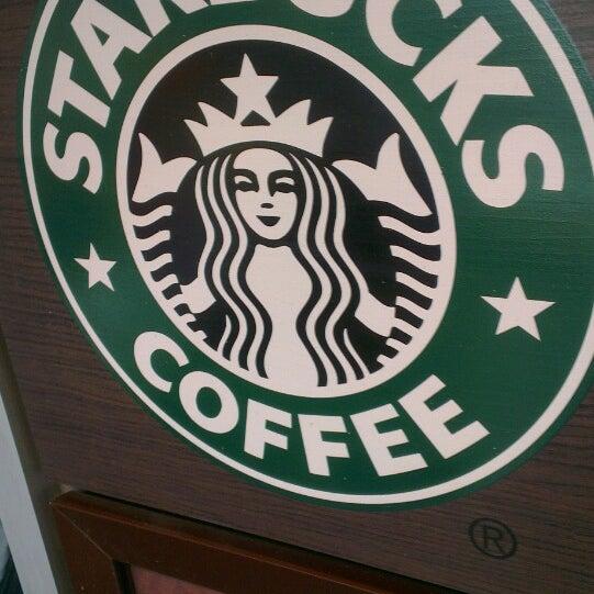 Photo taken at Starbucks by Dimitri V. on 9/19/2013