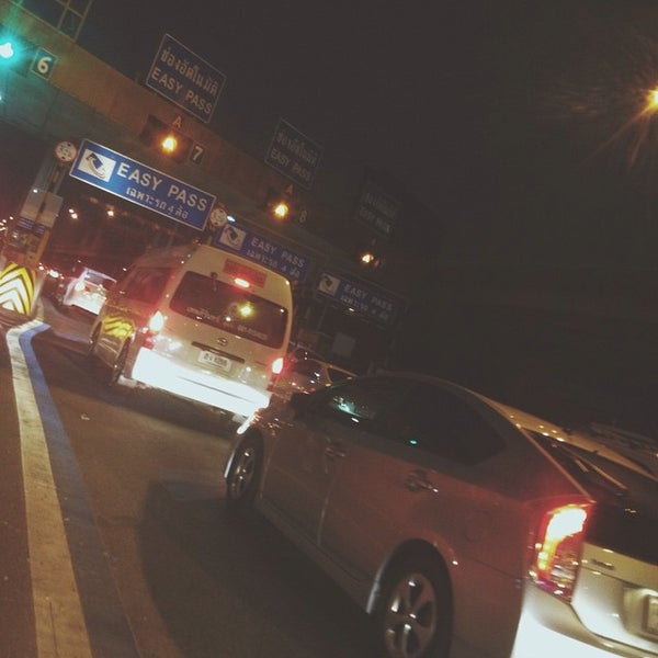 Photo taken at ด่านฯ ดาวคะนอง (Dao Khanong Toll Plaza) by Korakan Y. on 1/29/2015