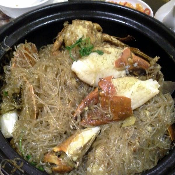 Photo taken at Hoằng Long Restaurant by QA N. on 5/10/2014