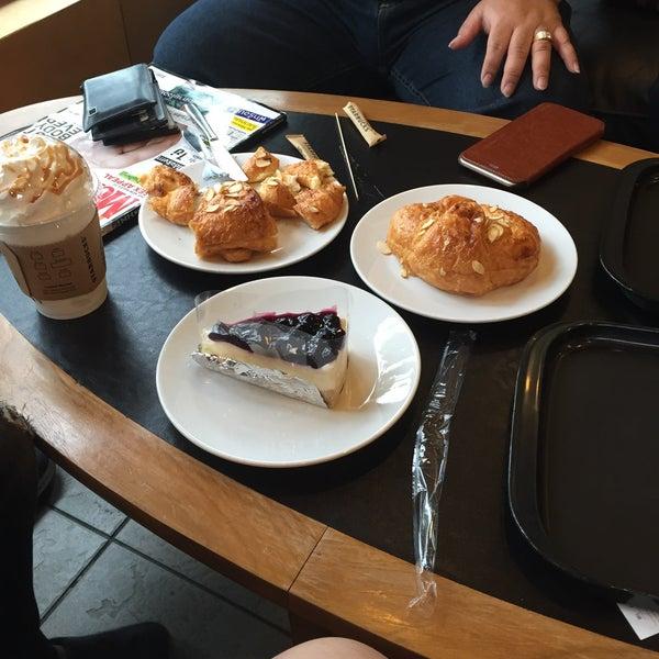 Photo taken at Starbucks (สตาร์บัคส์) by Natthamon S. on 3/29/2015