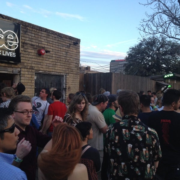 Photo taken at Stubb's Bar-B-Q by Greg A. on 3/16/2014