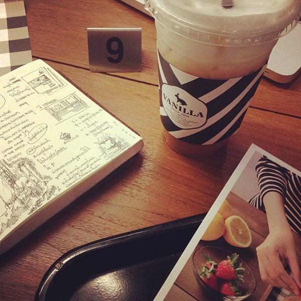 Photo taken at Vanilla Crepe Cafe by E L L E L O O F .. on 6/10/2013
