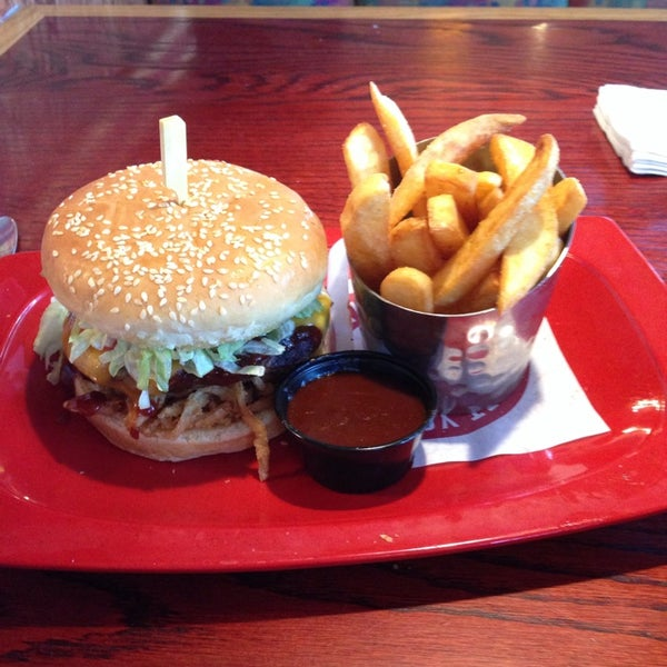 Photo taken at Red Robin Gourmet Burgers by MeLissa A. on 10/28/2013