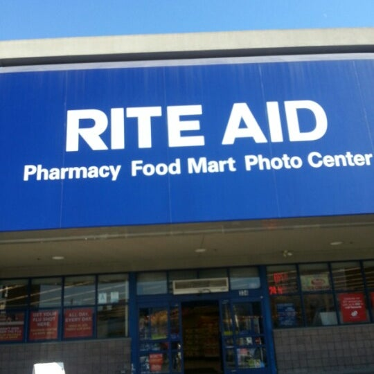 Photo taken at Rite Aid by Néstor M. on 1/16/2013