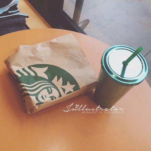 Photo taken at Starbucks by Júllustrator on 7/2/2016