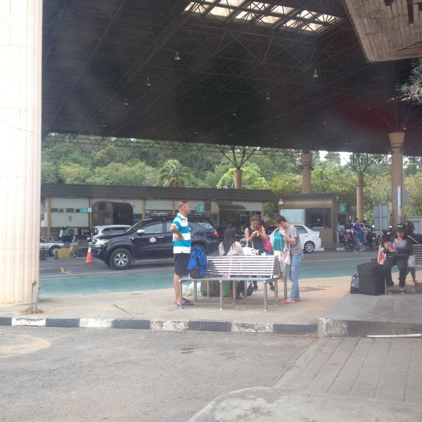 Photo taken at Bukit Kayu Hitam Immigration Complex by Mutchima T. on 10/29/2015