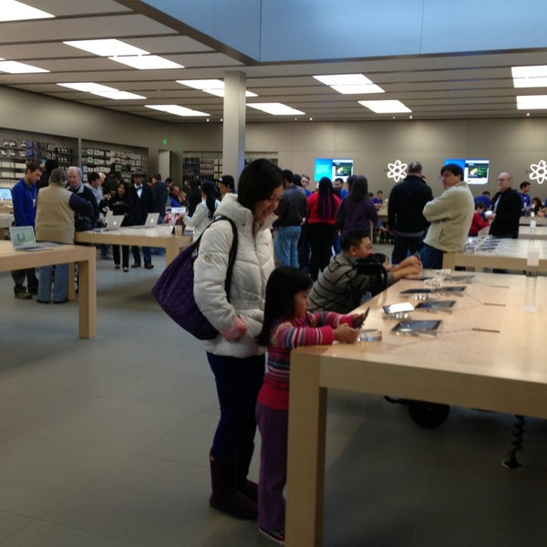 Photo taken at Apple Bellevue Square by Gerald H. on 2/17/2013