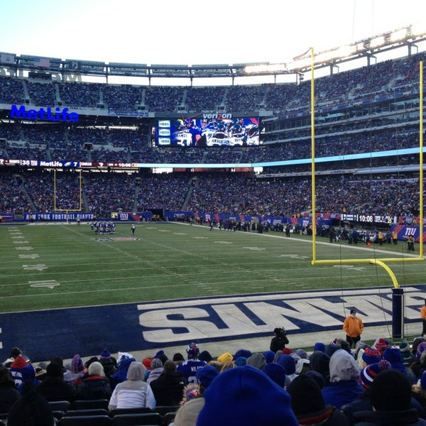 Photo taken at MetLife Stadium by EDUARDO L. on 12/30/2012