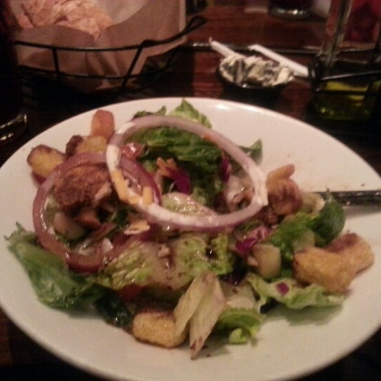 Photo taken at LongHorn Steakhouse by Rochelle Marie S. on 2/4/2013