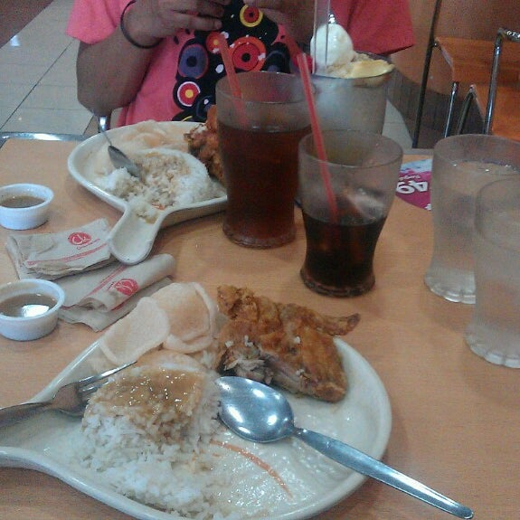 Photo taken at Chowking by Constantino Timoteo M. on 3/9/2013