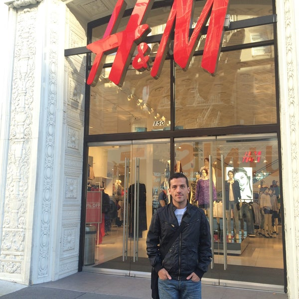 Photo taken at H&M by Nery C. on 1/21/2015