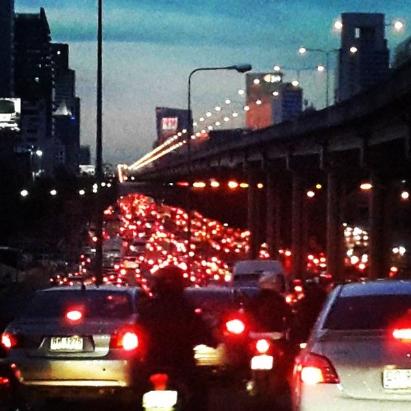 Photo taken at แยกสุทธิสาร (Sutthisan Intersection) by Watcharachai L. on 6/2/2014
