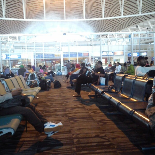 Photo taken at Sultan Hasanuddin International Airport (UPG) by Awan R. on 5/30/2013