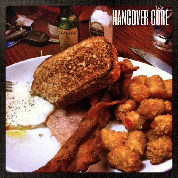 Photo taken at Blarney Stone Bar & Restaurant by Clayton L. on 9/30/2012