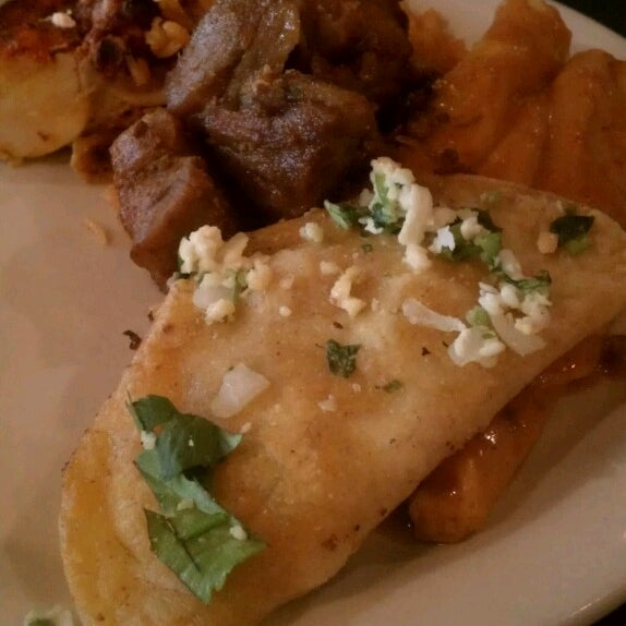 Photo taken at Camperos Bar And Grill by Héctor P. on 2/28/2013