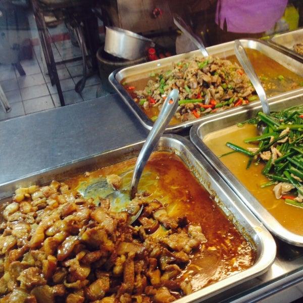 Photo taken at Food Center (ศูนย์อาหารเมืองทองธานี) by Warity L. on 2/8/2015