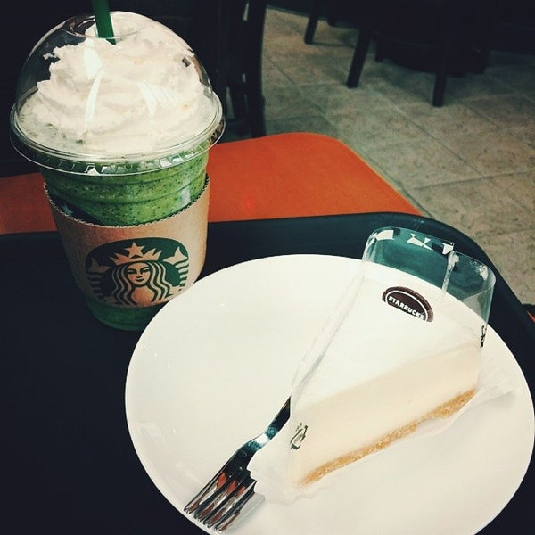 Photo taken at Starbucks by Cheoloh N. on 3/8/2014