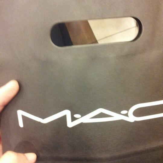 Photo taken at MAC Cosmetics by Seri Y. on 11/16/2012