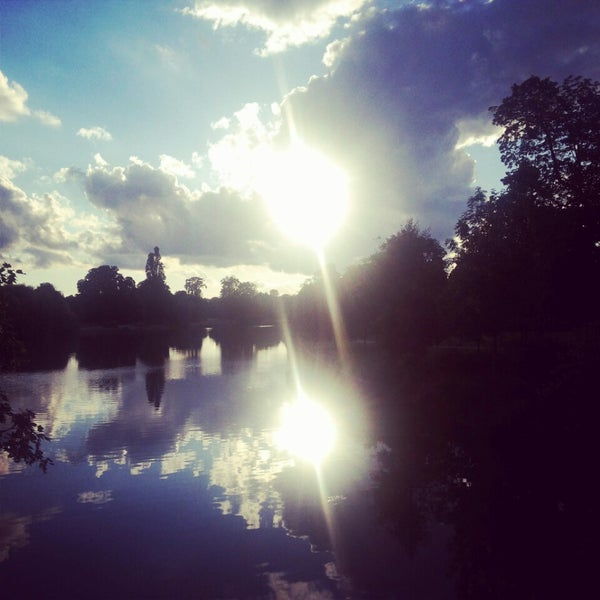 Photo taken at Lac Daumesnil by Nisryn G. on 6/29/2014