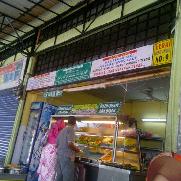 Photo taken at Gerai No 9 Bukit Angin by Buniyan on 4/16/2011