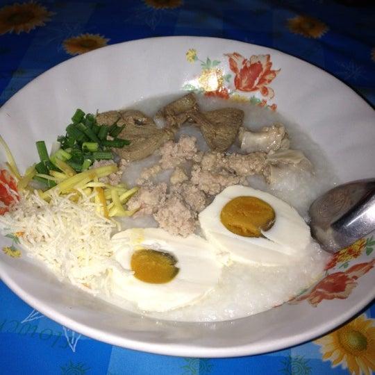 Photo taken at หน้า ม.มหิดล ศาลายา by สรรพวัต อ. on 3/11/2012