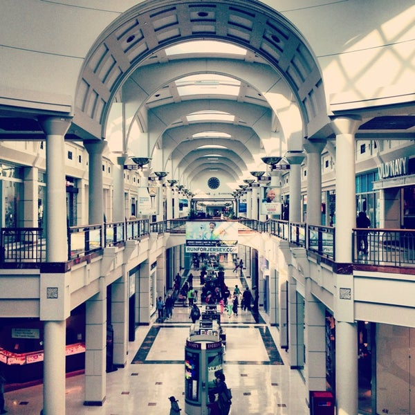 Complete List Of All The Brands, Stores, Restaurants, Eateries & Services Located at Menlo Park Mall.