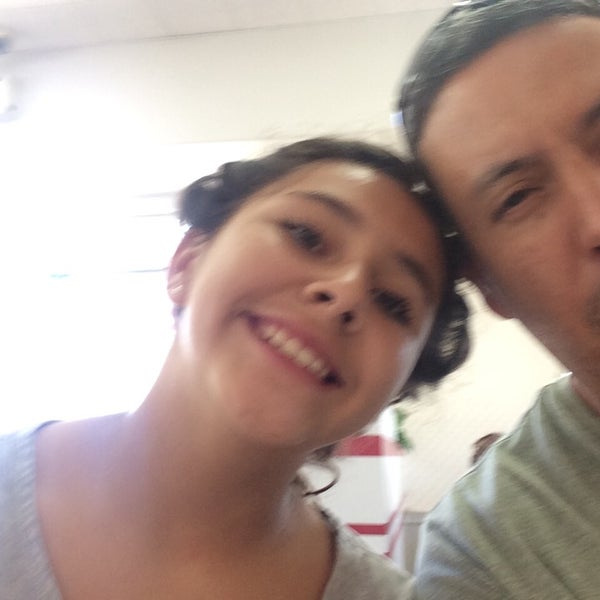 Photo taken at In-N-Out Burger by Leonardo T. on 10/5/2014
