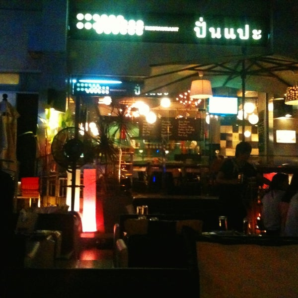 Photo taken at ติดลม Bar & Restaurant (Steady Bar & Restaurant) by arter a. on 12/25/2012