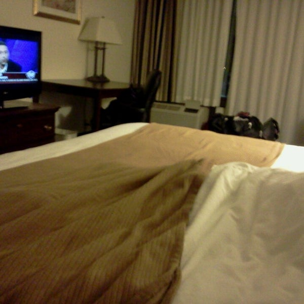 Photo taken at Holiday Inn Express by Isaac H. on 3/30/2013