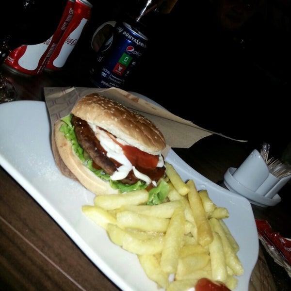 Hamburger menüsü süper hem lezzetli hemde uygun fiyatlı ;-)