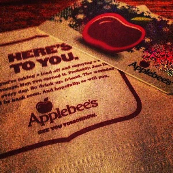 Photo taken at Applebee's by Linda Kim D. on 12/29/2012