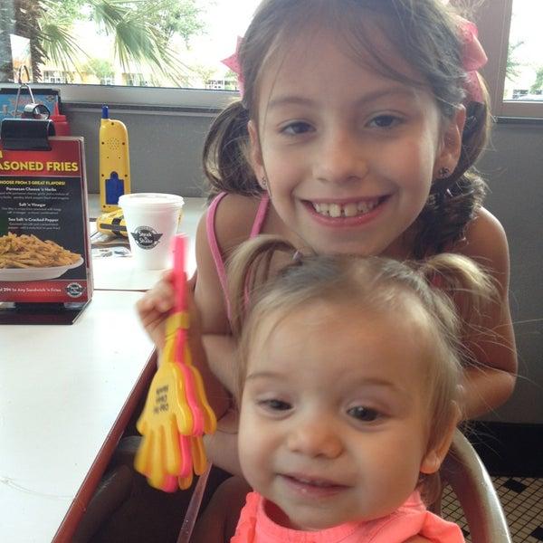 Photo taken at Steak 'n Shake by Alicia D. on 8/25/2013