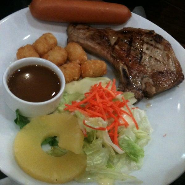 Photo taken at Santa Fé Steak (ซานตา เฟ่ สเต็ก) by Wimonrat E. on 3/18/2014