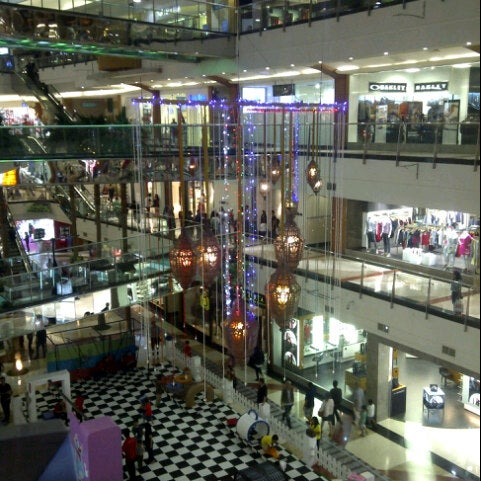 Photo taken at Pondok Indah Mall 2 by kurniawan a. on 7/6/2014
