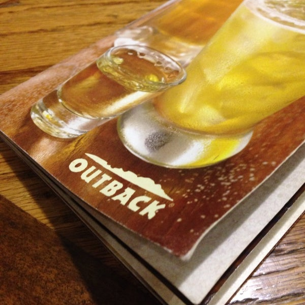 Photo taken at Outback Steakhouse by Matthew A. on 4/8/2014