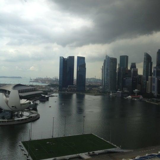 Photo taken at The Ritz-Carlton, Millenia Singapore by Lloyd on 10/31/2012
