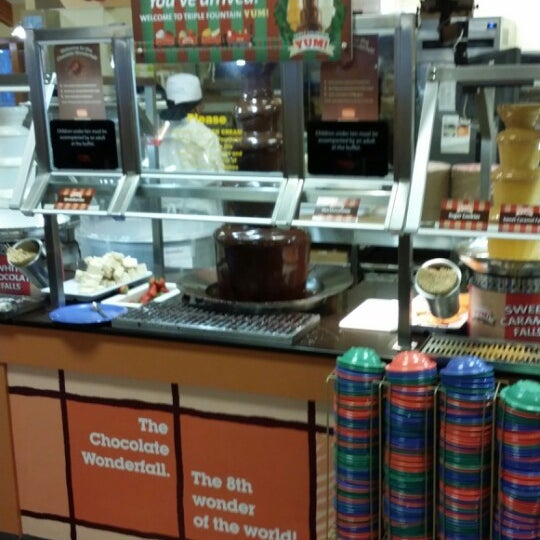 Photo taken at Golden Corral by Eugene O. on 12/7/2013