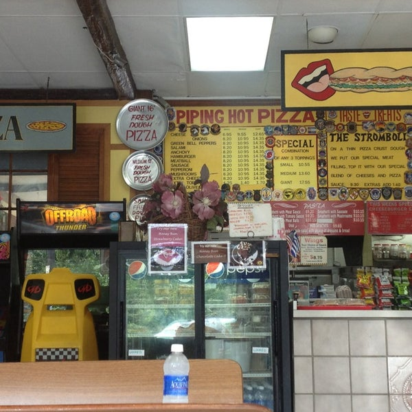 Photo taken at Jiffy Shoppes by Nicole Nikkiesue F. on 8/19/2014
