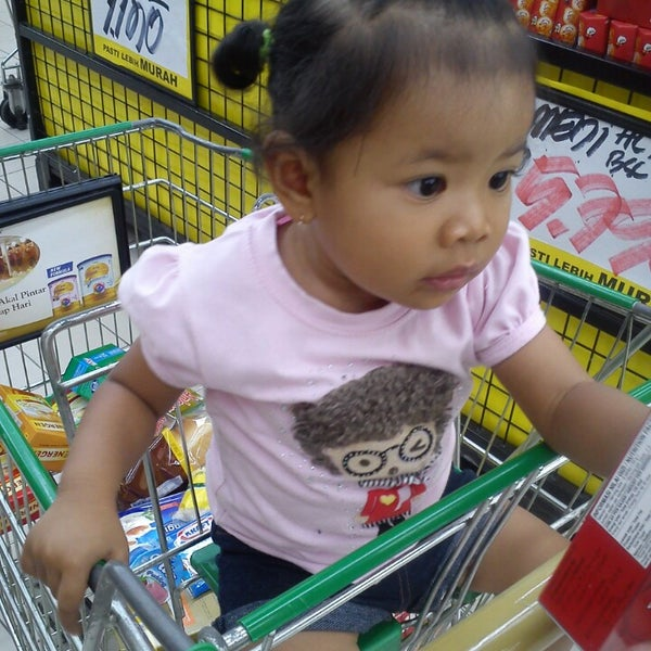 Photo taken at Giant Hypermarket by Budiansyah on 5/25/2013