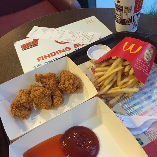 Photo taken at McDonald's (แมคโดนัลด์) by 🍹Tückÿ♛Vïvä🍹 on 1/5/2015