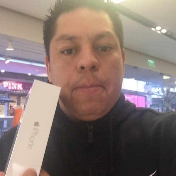 Photo taken at Apple Store, La Cantera by Luish R. on 1/31/2015