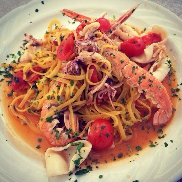 Photo taken at Canasta Pizzeria & Ristorante by ✨Irishka✨ on 2/10/2014