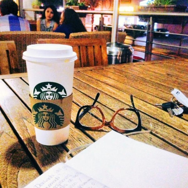 Photo taken at Starbucks by Manolito P. on 5/20/2013