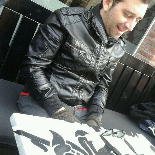 Photo taken at Very Italian Pizza by Gabi on 11/12/2011