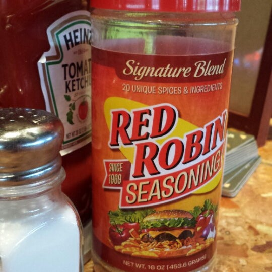 Photo taken at Red Robin Gourmet Burgers by Susan B. on 5/18/2013